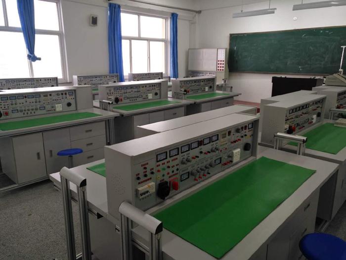 上海硕博教学设备有限公司成立于2001年,是集科研、生产、销售为一体的生产教学实训设备的专业厂家,公司通过ISO9001:2008国际质量体系认证、ISO14001环境管理体系认证、ISO18001职业健康安全管理体系认证以等,获得各种荣誉证书、专利证书等。中国教育装备行业协会会员,上海教学仪器行业协会会员单位。