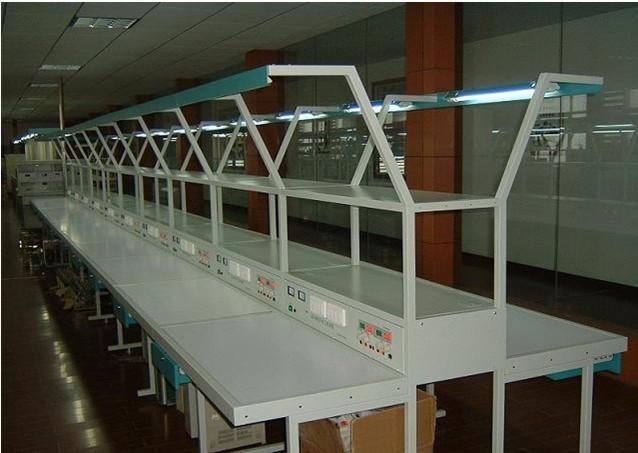 SB-DZCX电子产品焊接装配创新实训装置  价格:6500元/工位 一、技术性能 1.输入电源:三相四线 220V10% 50Hz 2.工作环境:温度-10~+40 相对湿度<85%(25) 海拔<4000m 3.装置容量:<200VA 4.外形尺寸:单个实训台的尺寸为1.1m1.3m2m (双面双工位型),两边工作台面宽度为500mm。 二、系统配置 实训装置主要由实训台、电源柜、实训线路板、元件包、工具套件等组成。实训装置为两面双组型结构,正反两面均有以下相同的资源。 1.
