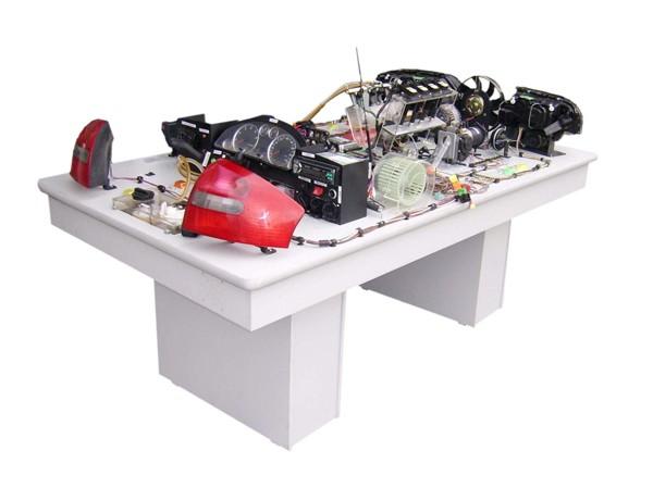 智能型奥迪A6全车电路电器实习台(常见故障24例) 一、产品组成:实训台由奥迪A6系统轿车的电器总控制盒照明系统,信号系统,警报系统、仪表系统、电动刮水器系统、点火系统、起动系统、充电系统、空调电路系统、发动机电控防盗系统、实物电喷系统,可模拟发动机运转,实物喷油、仪表系统、收放录音机系统、空调电路系统、灯光照明系统等组成。可明视各系统的构造和工作过程,讲解其电路连接和工作原理,实时进行各系统电路的故障设置,连接OBD-诊断接口进行诊断、解码、读码,可供电路接线实训和考核  产品规格:2100*110