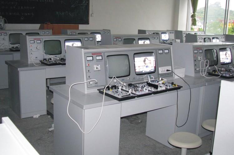 (2)三洋i2c遥控彩电模块         采用采用三洋单片机电路(la76810)